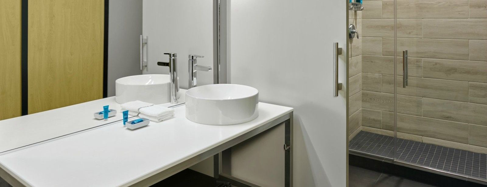 Miami Airport Accommodations - Aloft Guest Bathroom